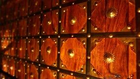 Grotesk Wood dörr på fortet stock video