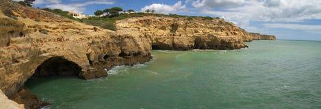 Grots på Algar Seco, Algarve Arkivbilder