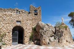 Grotta av den jungfruliga den la Peña i Mijas, Spanien royaltyfria bilder