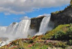 Grotta av windsna på Niagara Falls, USA Royaltyfria Foton