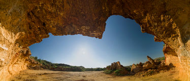 Grotta con le viste del sole Immagini Stock