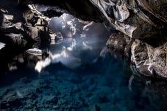 Grotta för ¡ för Grjà ³tagjà med vatten, Island arkivfoton