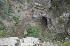 Grotta i en kanjon Fotografering för Bildbyråer