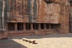 Grotta 3: Ingång Försedd med pelare veranda eller fasad Badami grottor, Karnataka Det är 70 fot, 21 M, i längd med en inre bredd  Arkivfoton
