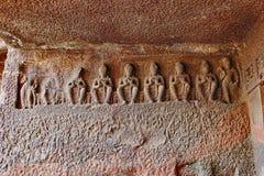 Grotta 1, lämnad farstubro, sju identiska Bhadrasana Buddha, Aurangabad grottor, Aurangabad, Maharashtra Arkivfoton