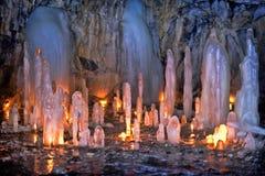 Grotta med istappar Arkivfoto