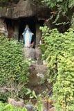 Grotta med Madonna arkivbild