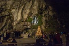 Grotta på Massabielle, fristaden av vår dam av Lourdes, Arkivfoto