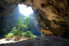 Grotta-PhrayaNakhon grotta. Royaltyfria Bilder