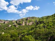 Grottaby av Khndzoresk i det Syunik landskapet, Armenien 16 Arkivbild