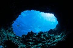 Grottadykning royaltyfri foto