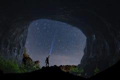 Grottaförälskelse och lång exponering för natt royaltyfri fotografi