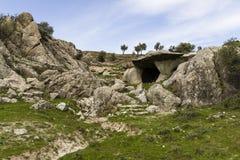 Grottagrottor i Calabria med det rupestrian landskapet Royaltyfria Foton