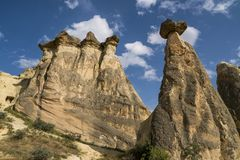 Grottahuset av felika lampglas vaggar champinjonen i Pasabag, munkar dalen, Cappadocia, Turkiet Arkivbild