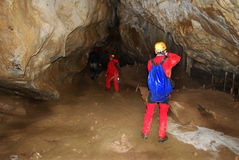 grottaman arkivbild