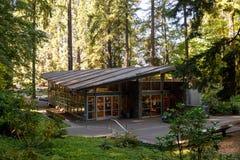 Grottan, är en katolsk utomhus- relikskrin och fristad som lokaliseras i det Madison South området av Portland, Oregon, Förenta s royaltyfria bilder