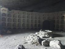 Grottan för vinranka i mountians svärtar ses royaltyfri fotografi