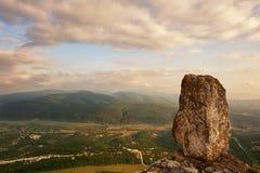 Grottastad Tepe-Kermen Stenen på kanten arkivfoton