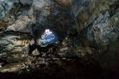 Grottastalaktit, stalagmit och andra bildande på Emine-Bair-Khosar, Krim Royaltyfri Foto