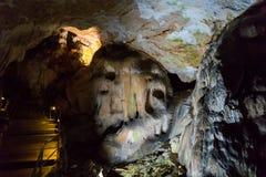 Grottastalaktit, stalagmit och andra bildande på Emine-Bair-Khosar, Krim Royaltyfria Bilder