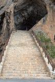 grottatrappa till Arkivfoton