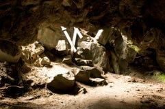 Grottatunnel fotografering för bildbyråer