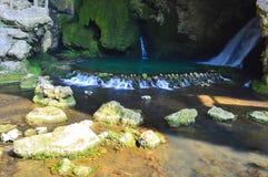 Grottavattenfall arkivbilder