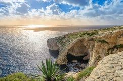 Grotte bleue, Malte Cavernes en pierre naturelles de voûte et de mer image libre de droits