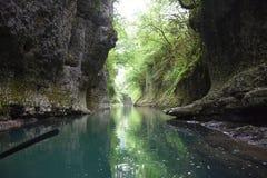 Grotte, canyon de Martvili, la Géorgie Image libre de droits
