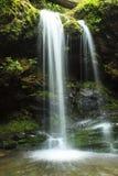 Grotten-Fälle, großer rauchiger Gebirgsnationalpark Stockfotos