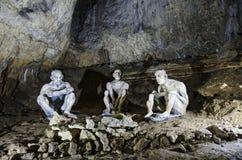 Grottmänniskor i Bacho Kiro Cave Royaltyfri Fotografi