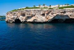 Grotto di Cala Romantica ed hotel, Majorca Fotografia Stock