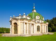Grottopaviljongen på museum-godset Kuskovo Royaltyfri Foto