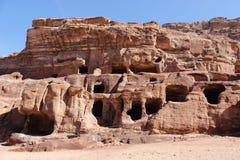 Grottor i Petra, Jordanien Arkivfoton