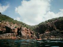 Grottorna av Pulauen Pinang på ön av Redang på en ljus solig sommardag fotografering för bildbyråer