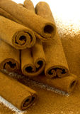 Grounded cinnamon and cinnamon sticks Royalty Free Stock Photography