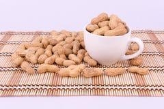 Groundnuts w białej filiżance na białym tle Obraz Royalty Free