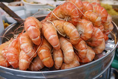 Group of delicious streaming jumbo shrimps prawn in Thai street Stock Photography