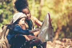 Free Group Family Children Checking Map For Explore And Find Directions In The Camping Jungle Nature And Adventure. Stock Photos - 171946933