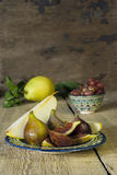 Group of figs on rustic wooden table Royalty Free Stock Photos
