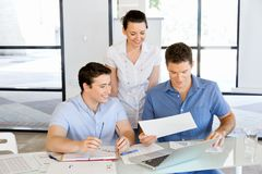 Group of happy young business people in a meeting Royalty Free Stock Photos