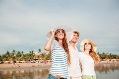 Group of happy young people walking along the Stock Photography