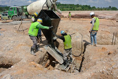 Free Group Of Construction Workers Casting Pile Cap Royalty Free Stock Images - 53107889