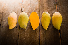 Group of ripe mangoes Royalty Free Stock Photos