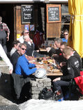 A group of skiers have a leisurely lunch outdoors Royalty Free Stock Photos