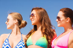 Group of smiling young women on beach Royalty Free Stock Photos