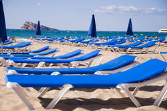 Sunbeds in the beach Royalty Free Stock Images