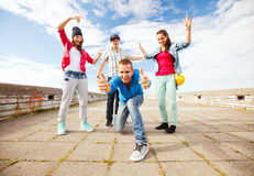 Group of teenagers dancing Royalty Free Stock Photos