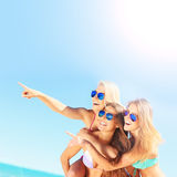 Group of women pointing at something on the beach Royalty Free Stock Images