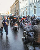 Groupe arrivé de cyclistes photographie stock
